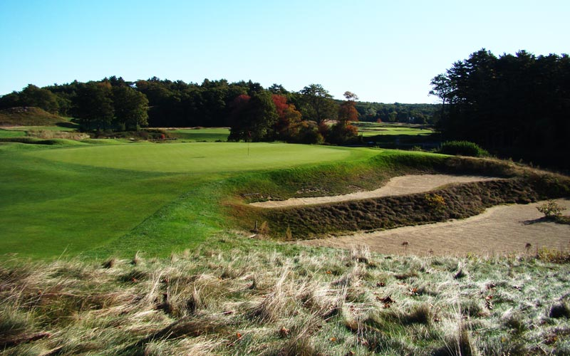 As a final example of the variety of hazards enjoyed by Essex County, this double-tiered greenside bunker at the ninth is unlike any other on the course, or in the game for that matter.