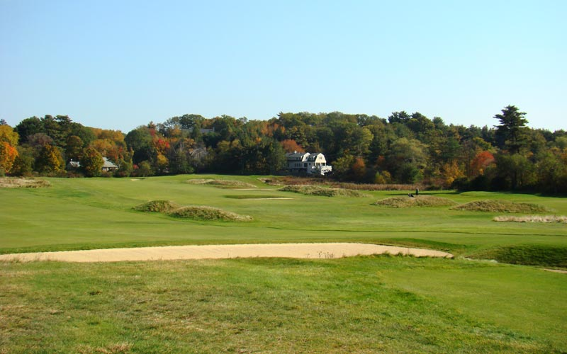 The fescue covered mounds lend the wide playing a timeless charm.