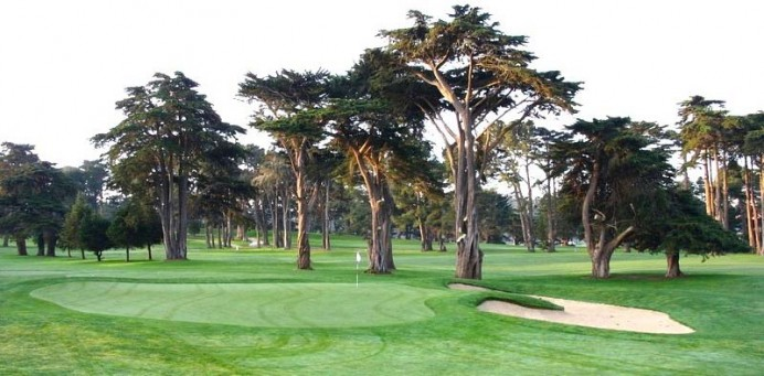 The first green at Harding Park. The background gives one a sense of the relatively flat land, at least by San Francisco standards.