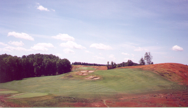 The center bunkers on the three-shot 1st demand the player's attention from the very beginning.