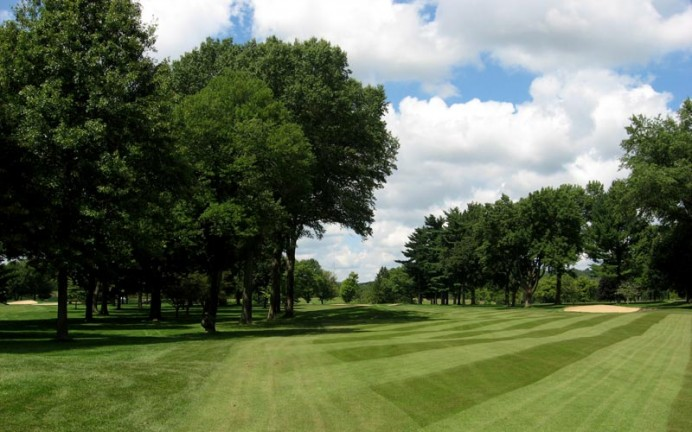 A solitary bunker at the fourth is all that remains of the former Great Hazard