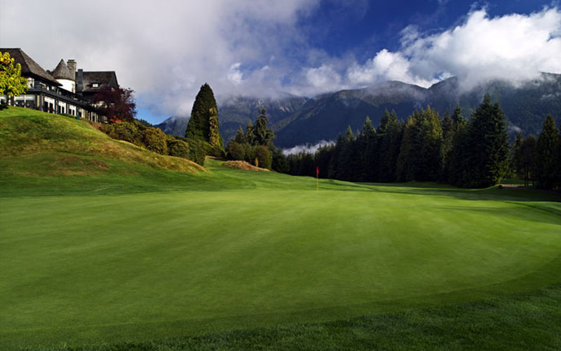 Looking back on the finishing hole at Capilano, with one of the great backdrops of any course located in a city.