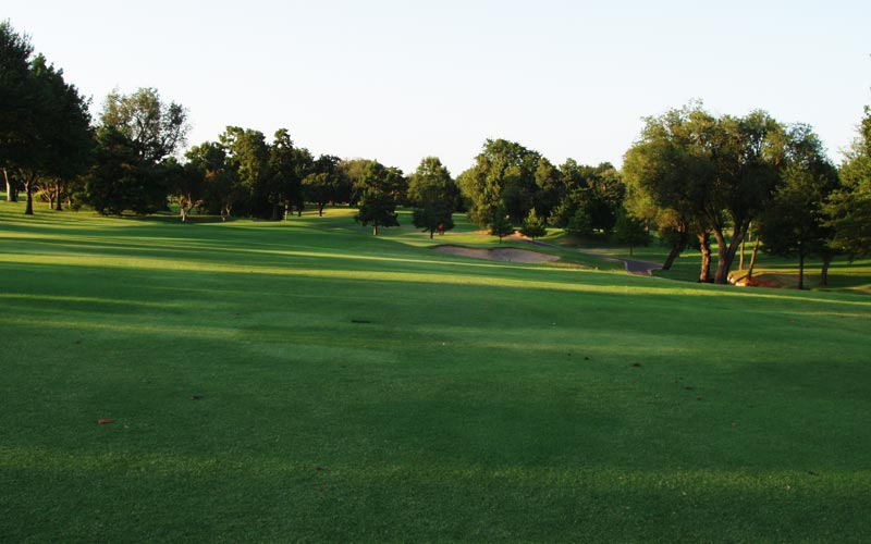 And at the short par-five fourteenth, we see one of Maxwell's favorite shots, a severely downhill approach.