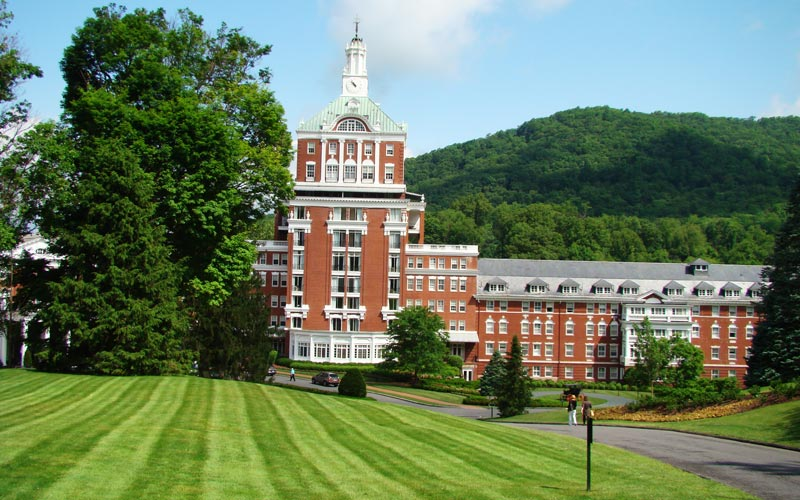 The Georgian style Homestead is the anchor for this 15,000 acre mountain resort in the Allegheny Mountains. Travelers have come to Hot Springs for over two centuries to sample the rejuvenating benefits of its natural hot springs.