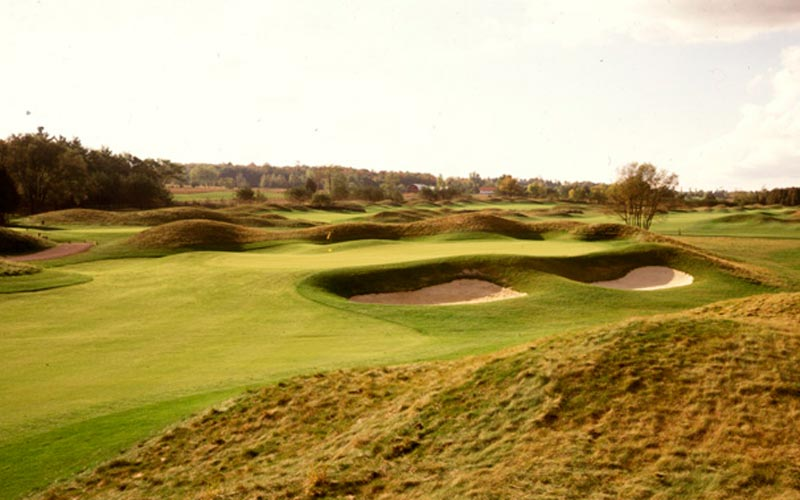 The fifth hole at the Heathlands Course at Osprey Valley, with its links-inspired character.