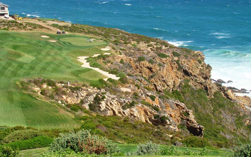 The 410 yard twelfth hole plays to one of the most interesting greens at Pinnacle Point.