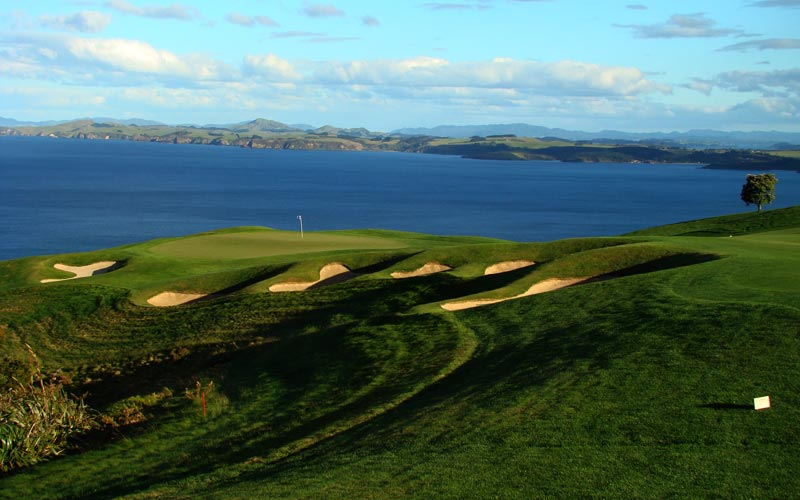 As seen from the crest of the hill 100 yards before the green, Harman built a plateau in the green in part to help brake tee balls from golfers like Adam Scott who reached this green with a three wood during the 2008 Kiwi Challenge.
