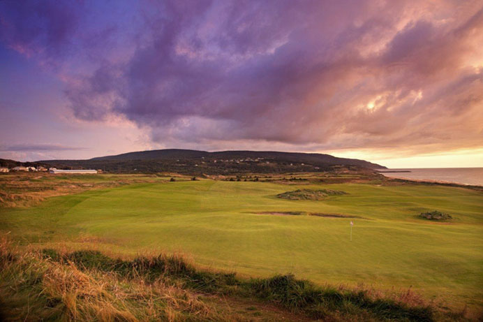 Massive width, along with an equally impressive and beguiling green complex at Cabot Links, 4th hole (Rod Whitman, 2012).