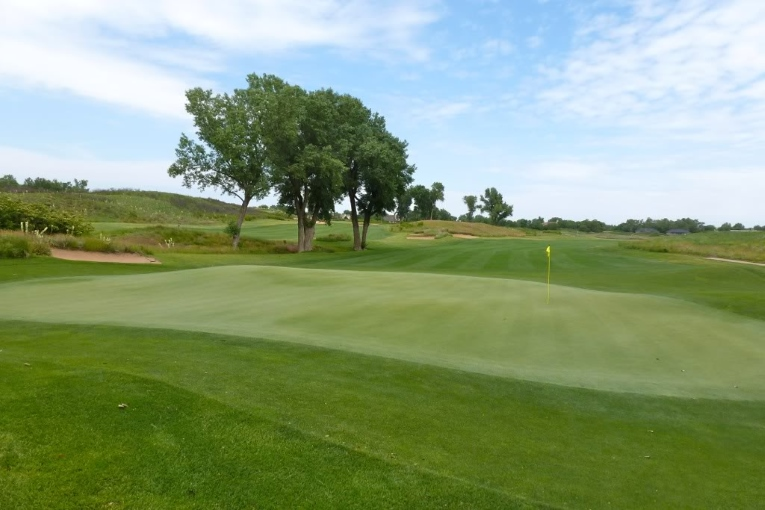 Prairie Dunes stunning 1st hole, Perry Maxwell (1937)