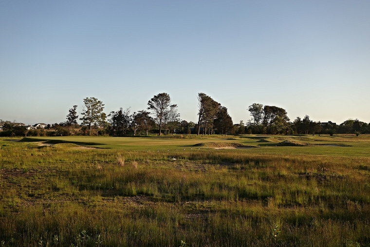 QFC might be flat, but it hardly lacks for excitement; here, the natural grasses and low-profile bunkering around the 8th green.