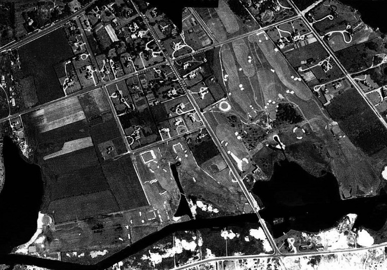 A June 1938 aerial of QFC (Credit: U.S. Army Air Corps). The nine Hepburn holes to the left of Ocean Avenue (at left center/bottom) were those lost/abandoned, like the Ocean Avenue bridge itself, after the September 1938 hurricane. Of the remaining/current Bendelow nine to the right of Ocean Avenue, note that the 4th hole (at right center, the hole perpendicular to all the others on that side) was not the bunkerless Biarritz/Redan par-3 that it is today.