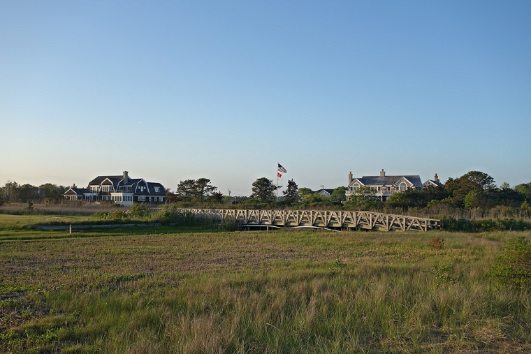A wooden bridge connects the teeing ground to the fairway at the 6th, adding to Quogue's walkable charm.