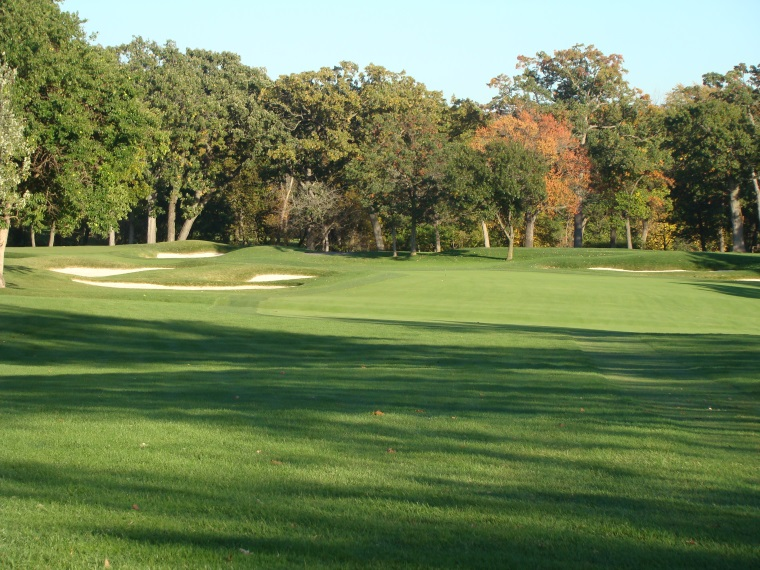 The nest of three bunkers on the inside of the gentle dogleg left works in perfect concert ...