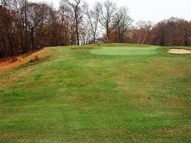 Ross had a knack for building uphill par 3s that both play and look great. Examples abound in the Northeast and include this one, the 12th at Wannamoisett and Essex County's 11th.