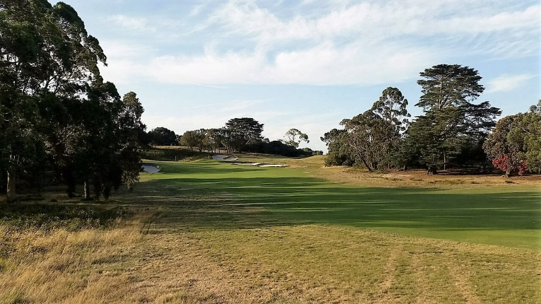An approach from the outside of the dogleg is no bargain.