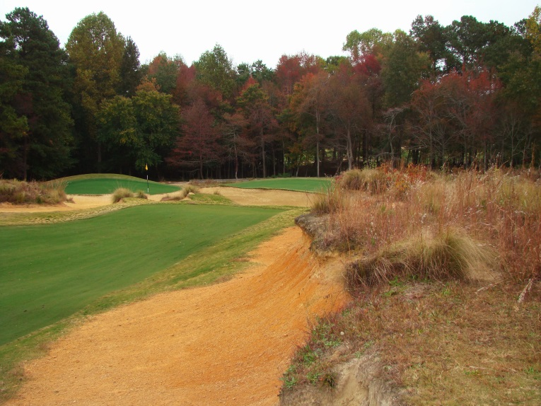 This 70 yard long mound, left behind from the mining days, runs perpendicular from the right edge of the green toward the golfer.